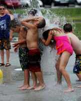 Hot weather draws crowds to Franklin pool